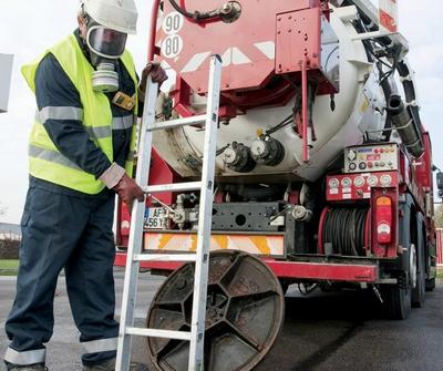 opération de pompage d'une fosse septique
